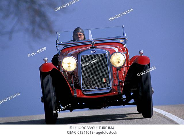 Car, OM Mille Miglia No. 1, Oldsmobile, vintage car, convertible, convertible top, open, driving, diagonal front, front view, road, country road, landscape