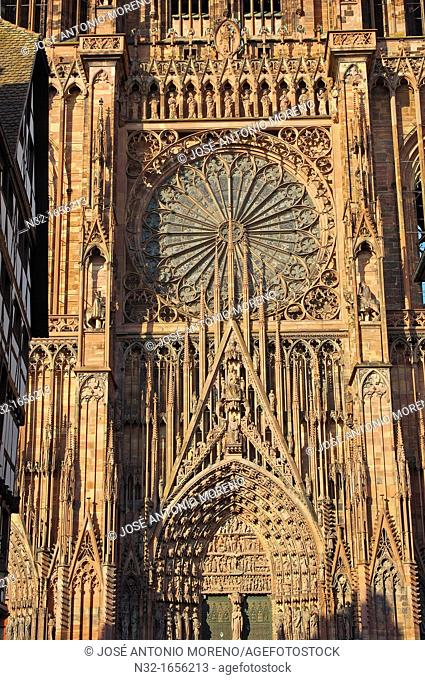 Notre-Dame Gothic cathedral, Strasbourg, UNESCO world heritage site, Alsace, Bas Rhin, France, Europe