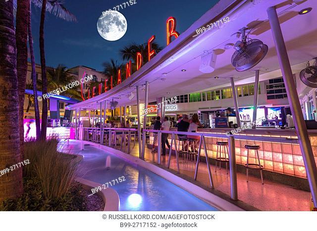 OUTDOOR BAR CLEVELANDER HOTEL OCEAN DRIVE MIAMI BEACH FLORIDA USA