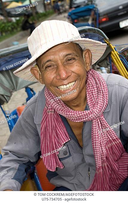 rickshaw driver, phnom penh, cambodia