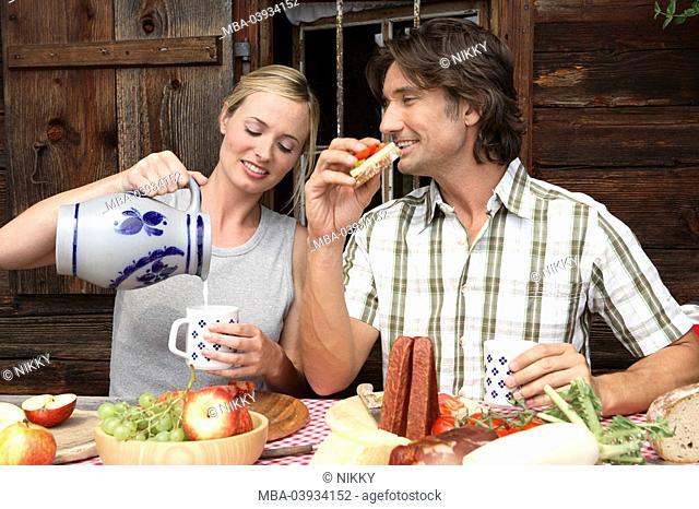 Couple, cottage, break, snack, stein