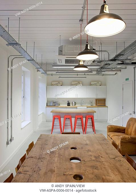 Ben Adams were behind the strip out and conversion of an existing office building in Shoreditch into new music recording studios