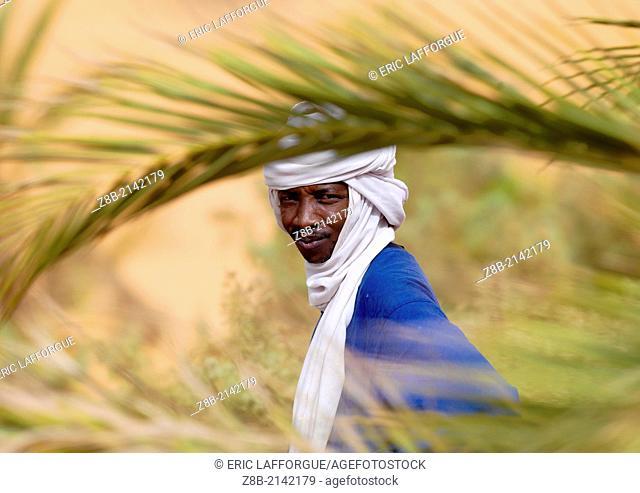 UMM AL-MAA, LIBYA - NOVEMBER 07: portrait of a tuareg tribesman, oasis um el ma, libyan desert, libya on November 7, 2007 in Umm Al-maa, Libya