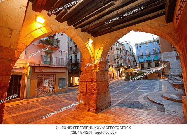 Arcades at Merceria street. Tarragona old town, Catalonia, Spain