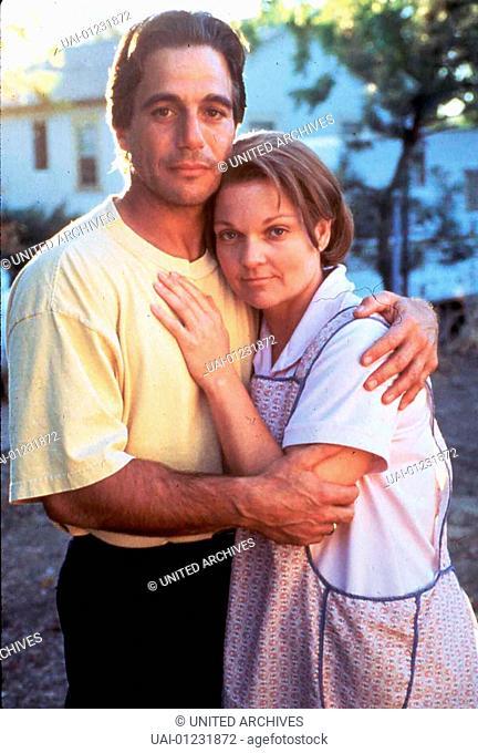 Tony Danza, Pamela Reed  Zwanzig Jahre hat sich Tom Acton (Tony Danza) aus ärmlichen Verhältnissen hochgearbeitet um seiner Frau Carol (Pamela Reed) und den...