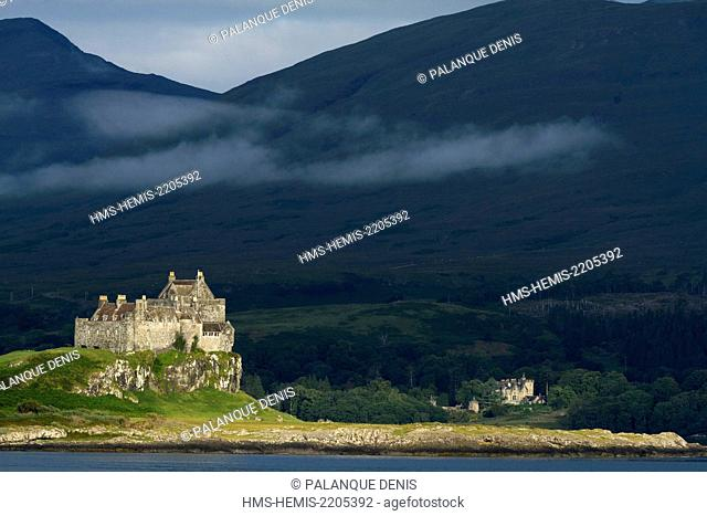 United Kingdom, Scotland, Hebrides, Isle of Mull, Duart Bay, Duart castle and Torosay castle
