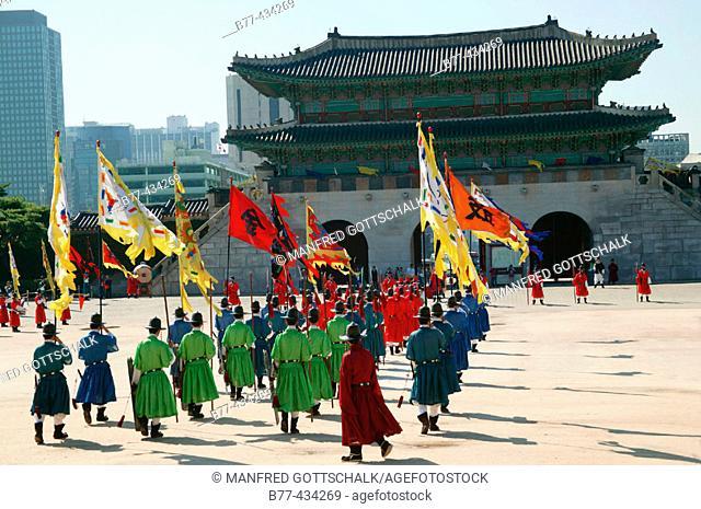 Gyeongbokgung Palace, Changing of the Royal Guard at Gwanghwamun Gate. Seoul, Republic of Korea. 2004