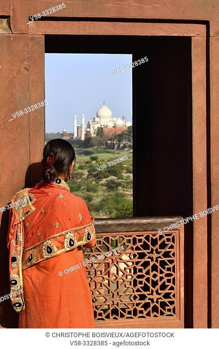 India, Uttar Pradesh, Agra, World Heritage Site, Watching the Taj Mahal from the Red fort