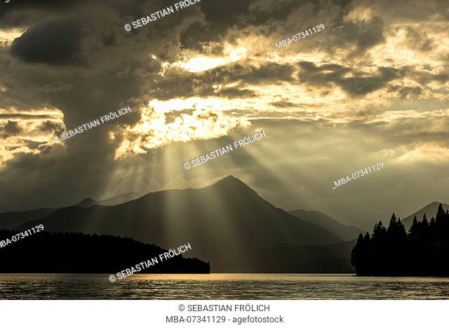 Light mood over the Simetsberg at Walchensee with clouds