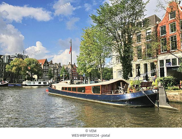 Netherlands, Amsterdam, View of houseboat at the bank of amstel canal