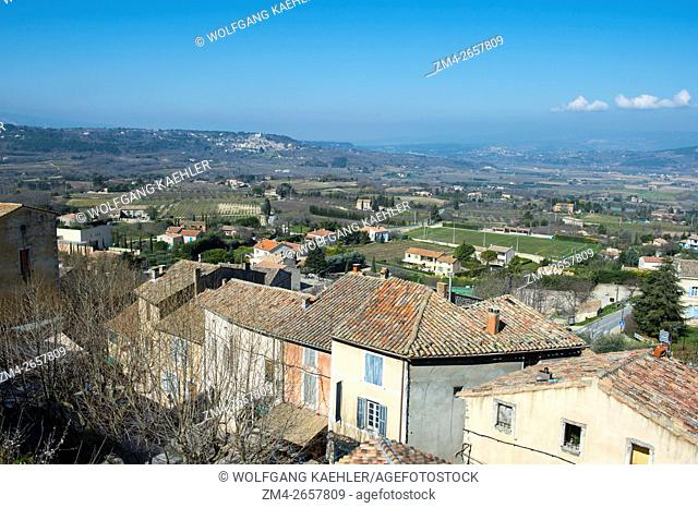 View from the hillside village of Bonnieux in the Luberon in the Provence-Alpes-Côte d'Azur region in southeastern France