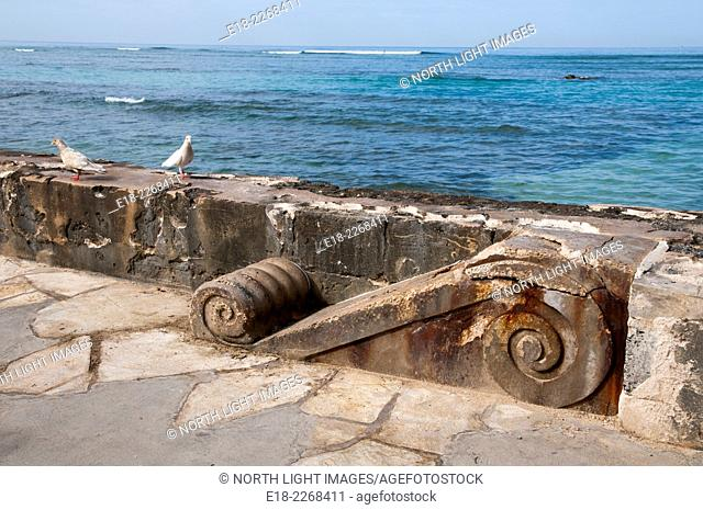 USA, Hawaii, Honolulu. Architectural detail of seawall near the old War Memorial Natatorial Swimming pool