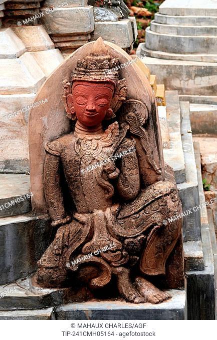 Asie; Myanmar,Shwe Indein pagoda complex on Inle Lake, Shan State; at Dain Khone Village; Stone sculpture
