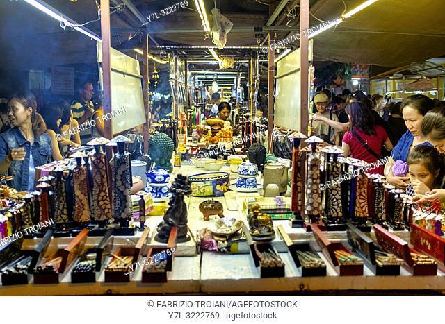 Souvenir shop in Hoi An night market, Hoi An, Vietnam