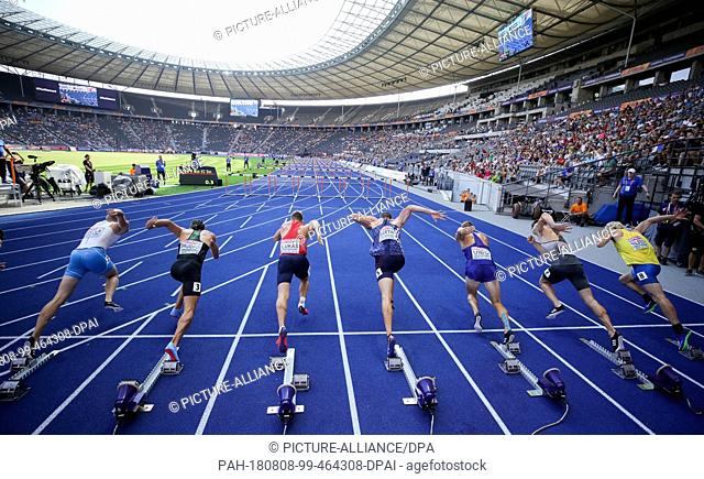 08.08.2018, Berlin: Athletics: European Championship, decathlon, men: The athletes start for the second round over 110 meters hurdles