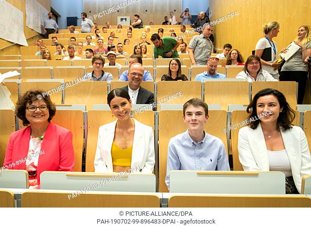 02 July 2019, Bavaria, Ansbach: Lena Meyer-Landrut (2nd from left), musician, sits side by side with Ute Ambrosius (left)