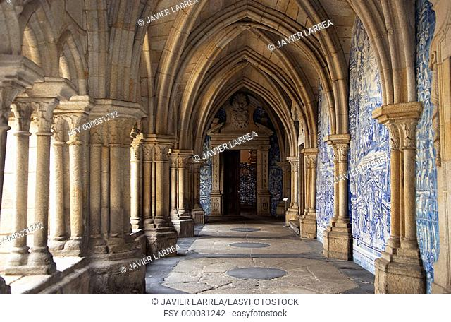 Gothic cloister of Sé cathedral, Porto. Portugal