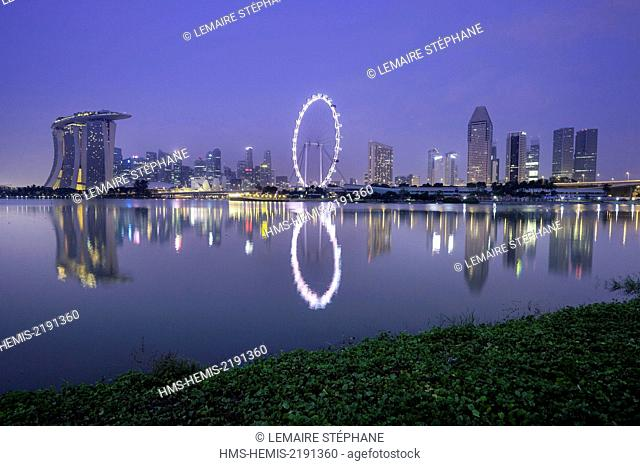 Singapore, Marina Bay, Marina Bay Sands hotel, the Arts and Sciences Museum, Singapore Flyer wheel and the skyline of the financial district