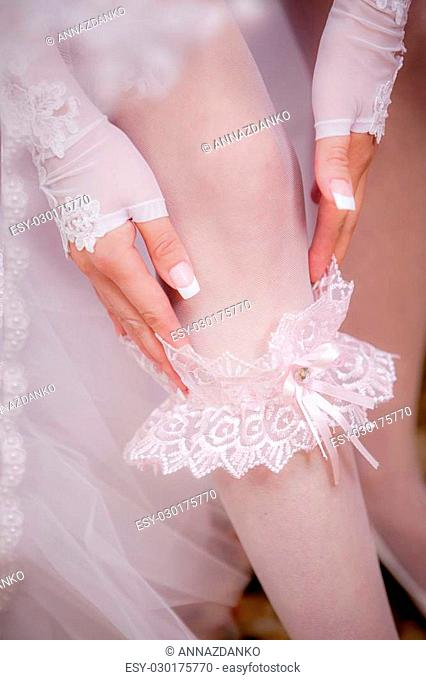 the bride wears the garter on her leg