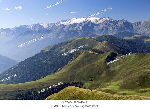 France, Haute Garonne, Artigue, the Pyrenees and Aneto peak seen from the GR10 path near Bacanere peak