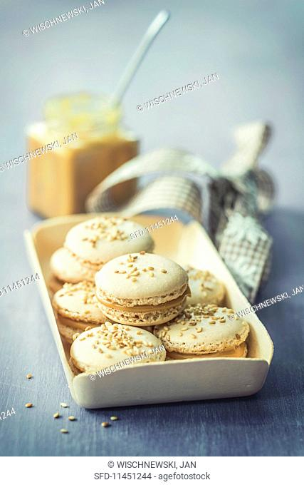 Macaroons with sesame seeds