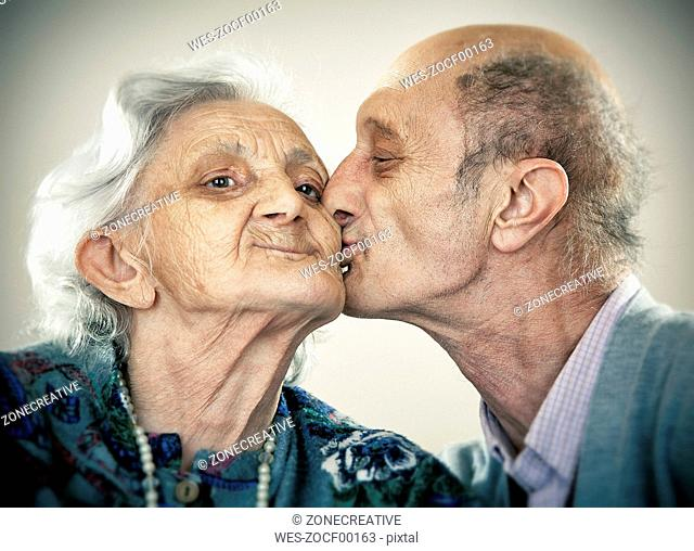 Portrait of an elderly couple, kissing