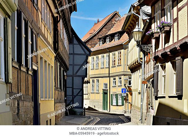 Germany, Saxony-Anhalt, Quedlinburg, historical old town, narrow street with half-timbered houses, UNESCO world heritage