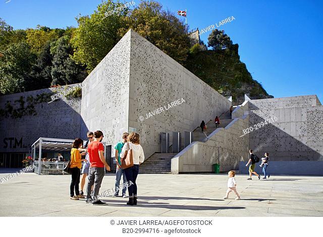 Group of tourists and guide making a tour of the city, San Telmo Museum, Plaza Zuloaga, Donostia, San Sebastian, Gipuzkoa, Basque Country, Spain, Europe