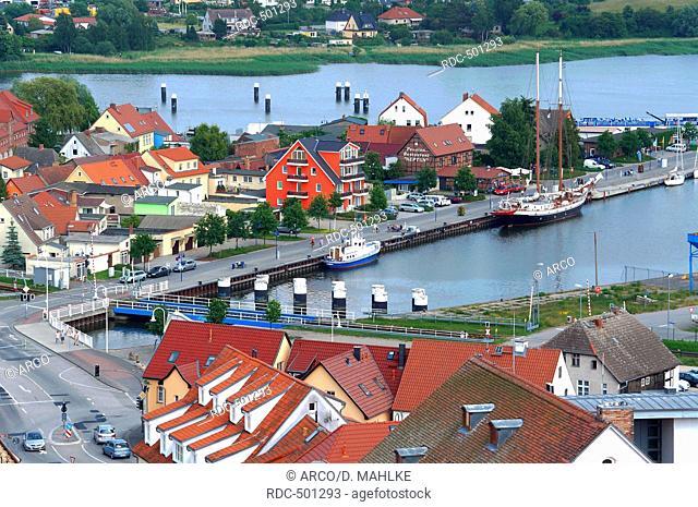 Wolgast Stadtzentrum mit Peenestrom und Hafen, Wolgast, Mecklenburg-Vorpommern, Deutschland