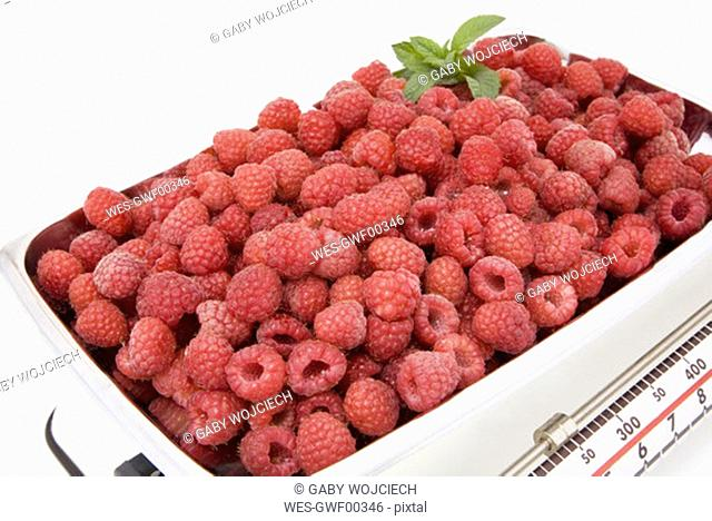 Raspberries on kitchen scale