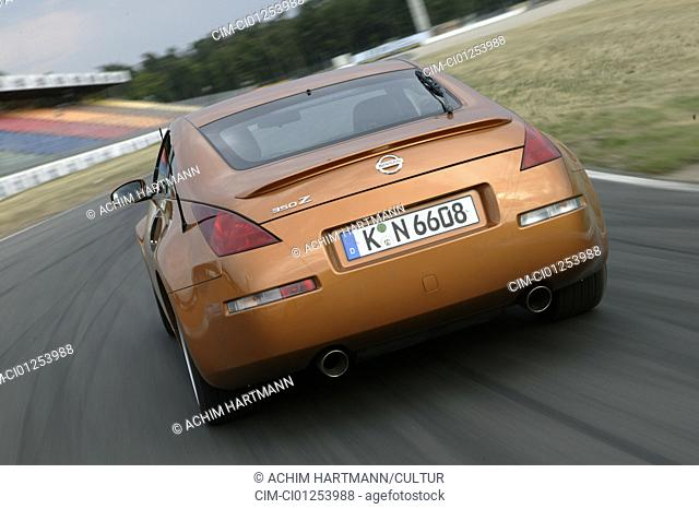 Car, Nissan 350 Z, roadster, model year 2003-, coupe, bronze/brown-metallic, driving, diagonal from the back, rear view, test track, race track, Test