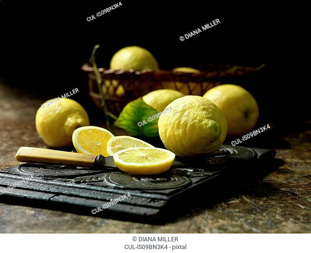 Whole and sliced unwaxed lemons