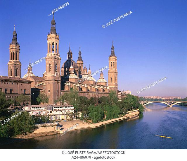 El Pilar basilica and Ebro river, Zaragoza. Aragón, Spain