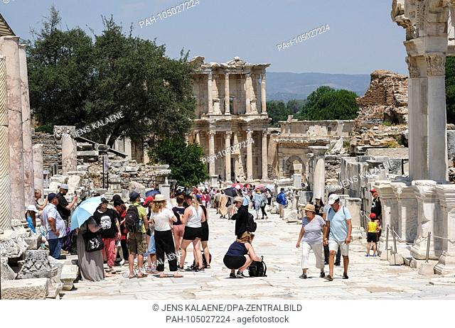 03.06.2018, Selcuk, Turkey: Many tourists visit the ancient city of Ephesus. It was a metropolis of the Agaean region in antiquity