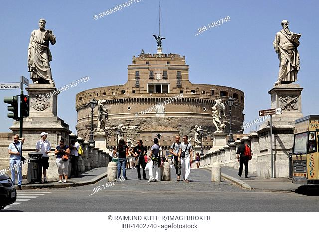 Statues of the apostles Peter and Paul, Ponte Sant'Angelo, Bridge of Angels, Castel Sant'Angelo, Castle of Angels, Rome, Lazio, Italy, Europe