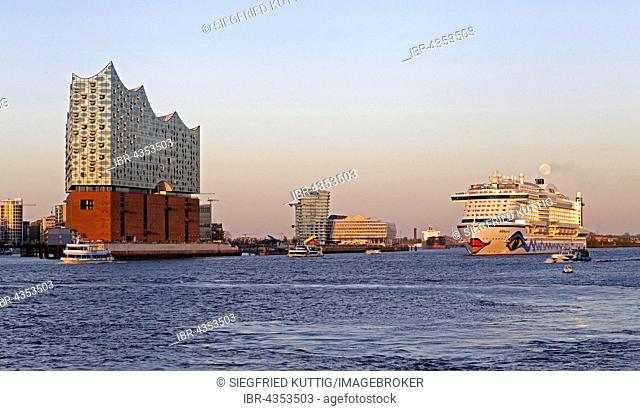 Elbe Philharmonic Hall, Marco Polo Tower and Unilever House, cruise ship AIDAprima, Elbe with HafenCity, Hamburg, Germany