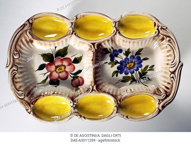 Platter for eggs, ceramic, diameter 29 cm, L'ancora manufacture, Nove di Bassano, Veneto, Italy, 20th century