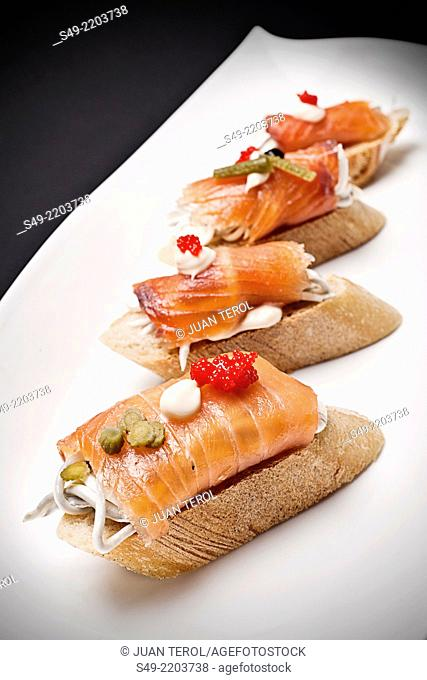 Canapes with smoked salmon, cream cheese and capers