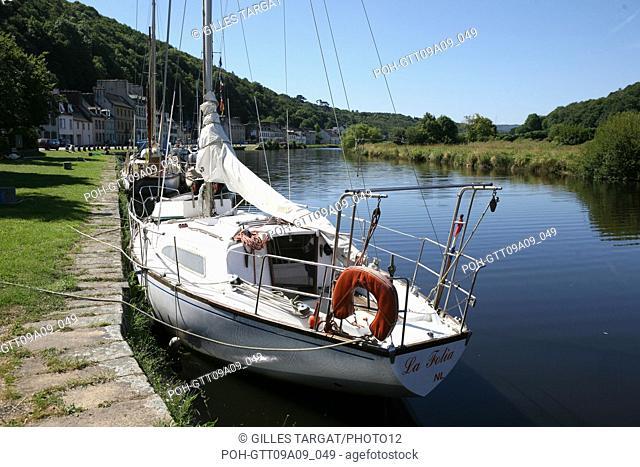 tourism, France, brittany, finistere, the nantes canal in brest, port launay, harbour, pleasure harbour, quai, ship Photo Gilles Targat