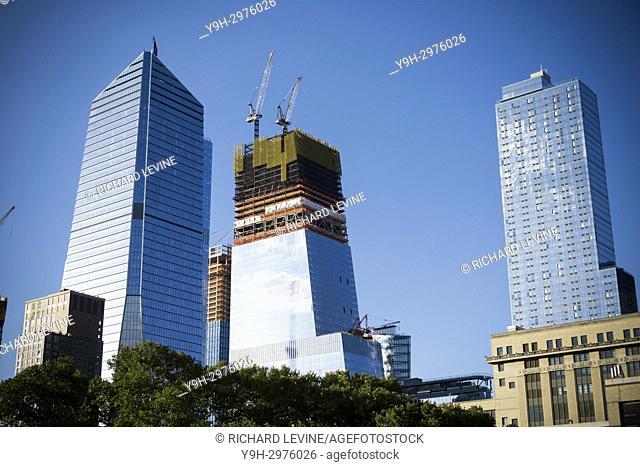 10 Hudson Yards, left, and other Hudson Yards development in New York on Thursday, September 7, 2017. (© Richard B. Levine)