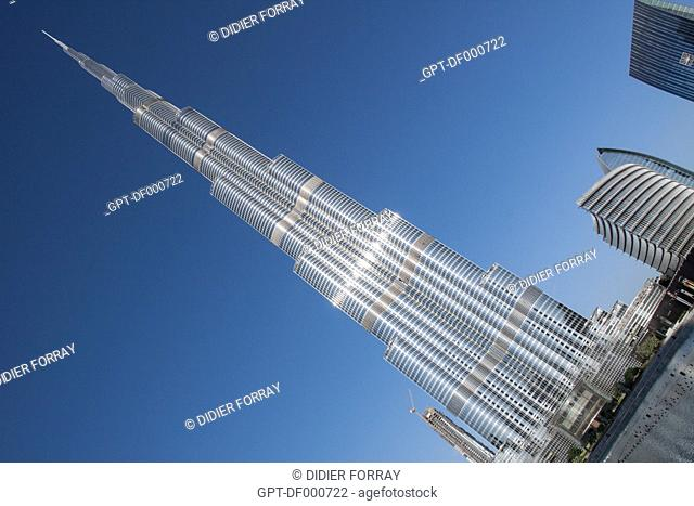 VIEW OF THE BURJ KHALIFA TOWER, ONCE CALLED BURJ DUBAI, THE HIGHEST IN THE WORLD AT 828 METRES, DOWNTOWN DUBAI, DUBAI, UNITED ARAB EMIRATES, MIDDLE EAST