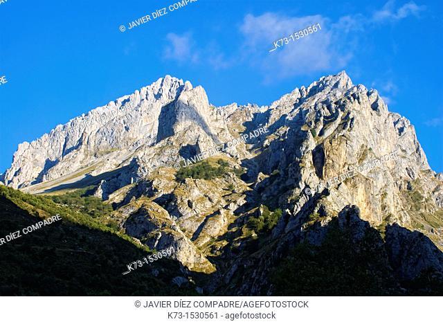 Torre del Friero. Central Massif. Picos de Europa National Park. Cordiñanes. Leon Province. Castilla y Leon. Spain