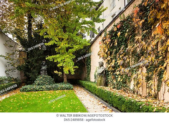 Germany, Nordrhein-Westfalen, Bonn, Beethovenhaus, birthplace of Ludwig von Beethoven, composer, courtyard