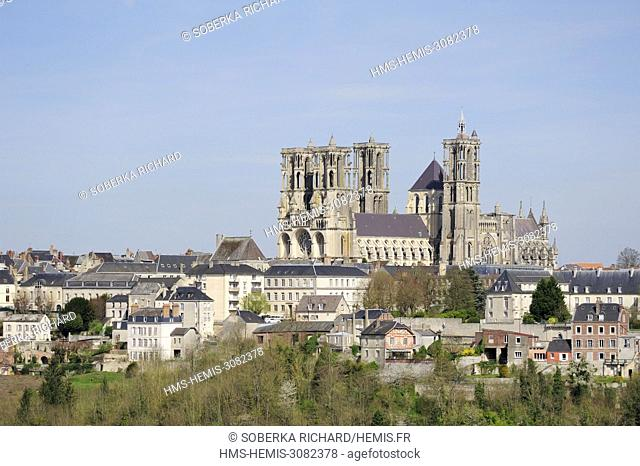 France, Aisne, Laon, cathedral Notre Dame built between 1150 and 1180 over the city
