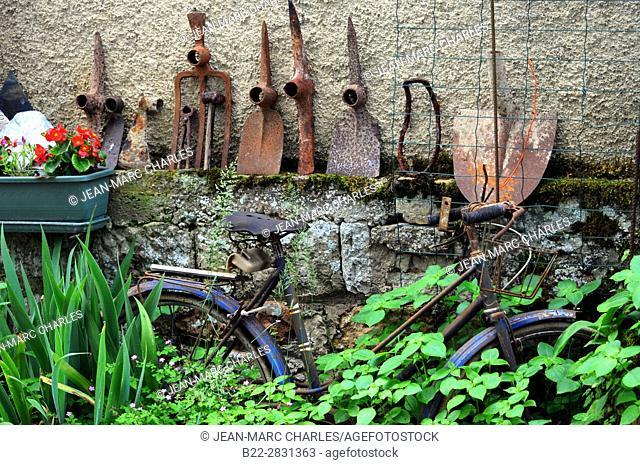 Old bike, old tools, Muret-le-Château, North-Aveyron, Midi-Pyrénées, Occitanie, France