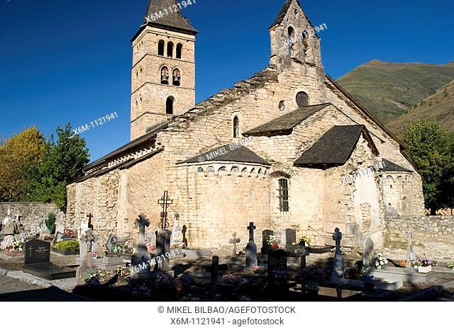 Santa Maria church  Arties village  Aran Valley  Lerida province  Catalonia, Spain, Europe