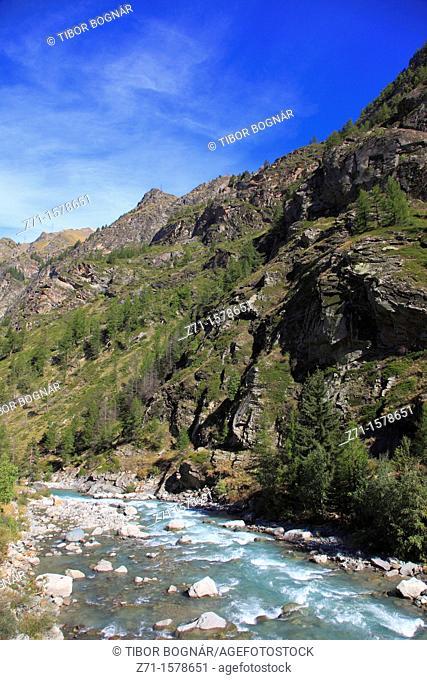 Italy, Aosta Valley, Gran Paradiso National Park, Grand Eyvia River