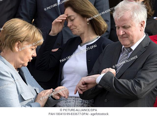 10 April 2018, Germany, Meseberg: German Chancellor Angela Merkel of the Christian Democratic Union (CDU) (L) and Horst Seehofer of the Christian Social Union...