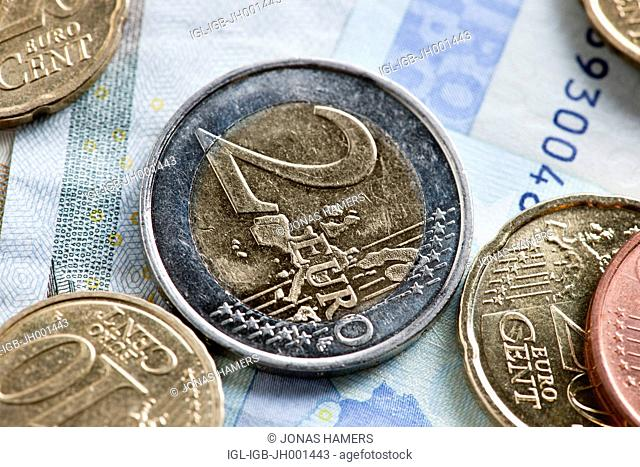 Two euro coins and various banknotes