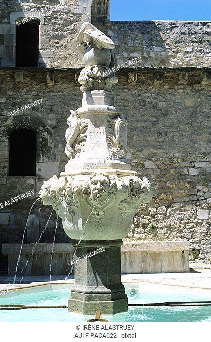 Vaucluse - Comtat Venaissin - Pernes les Fontaines